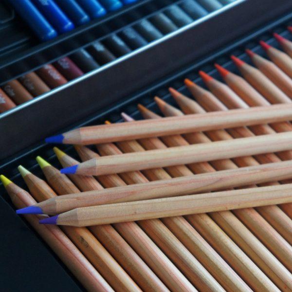 lápis de cor azul