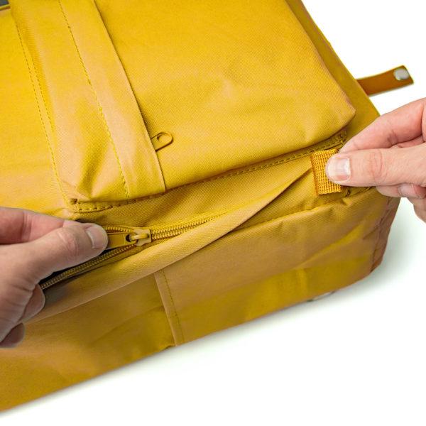 detalhe mochila amarela compactor