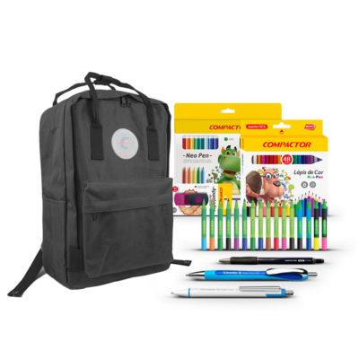 backpack preta com produtos compactor