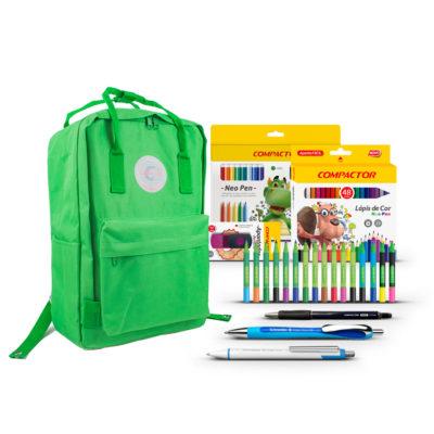 backpack verde com produtos compactor